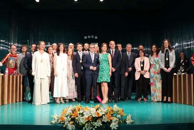 La nueva Corporación Municipal del Ayuntamiento de Villanueva de la Serena, constituida